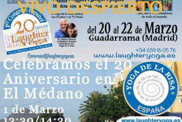 Sesión de 'Yoga de la Risa' en El Médano en su 20º aniversario