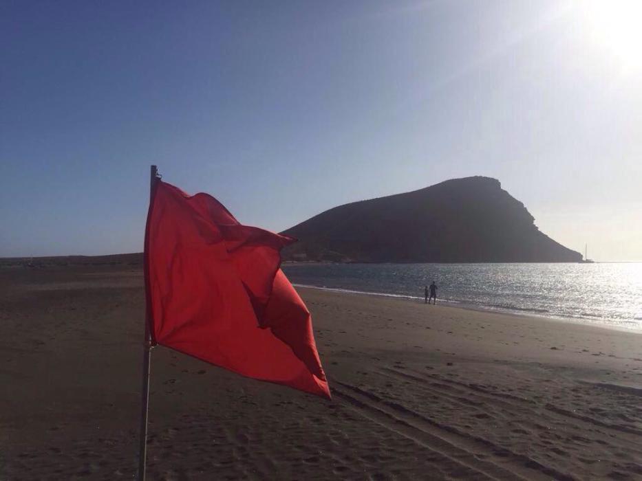 Se plantean el traslado a otro lugar del repostaje de fuel para el Aeropuerto Tenerife Sur ubicado en La Tejita