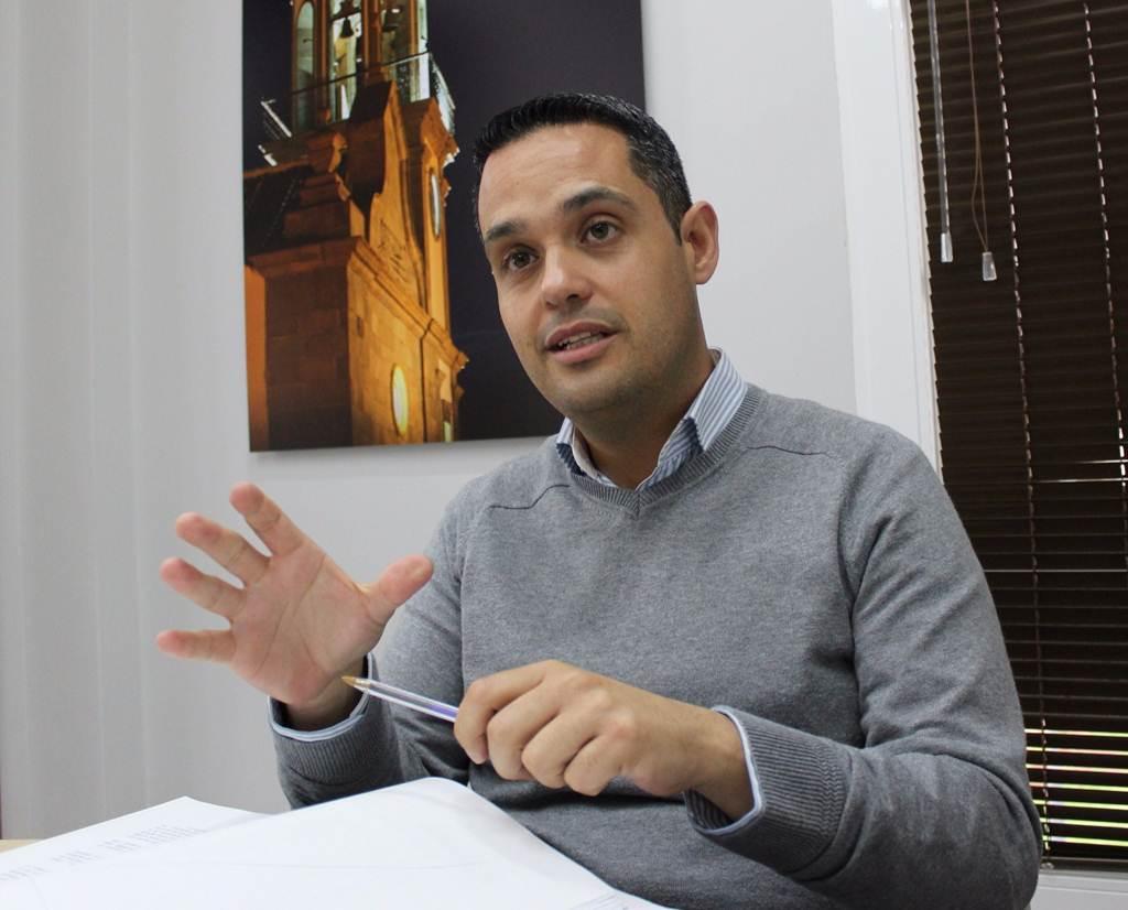 El portavoz del grupo de gobierno municipal, Jacobo Pérez, responde a dos de las acusaciones de la candidata socialista Jennifer Miranda