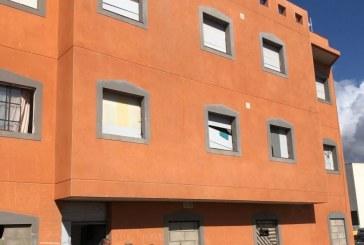 La batalla entre l@s 'okupas' de un edificio en San Isidro y su propietario ruso