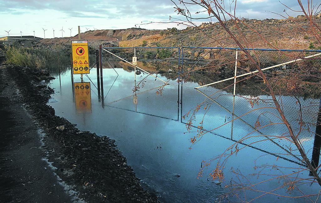 El problema de la fétida charca de aguas residuales en el Polígono Industrial de Granadilla de Abona que denunciada en 2012 aún permanece sin resolverse